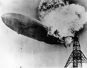 Hindenburg_burning1